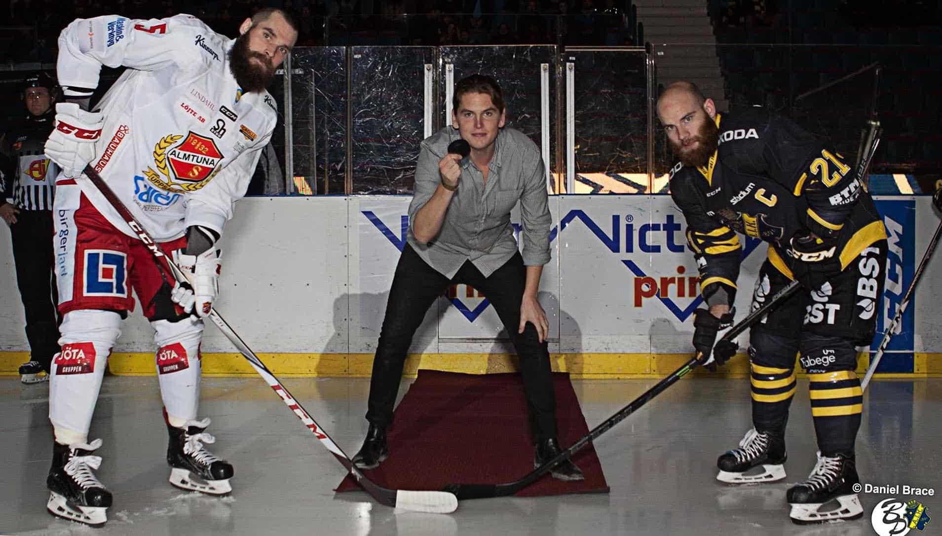 Värd vid hockeymatch på Hovet